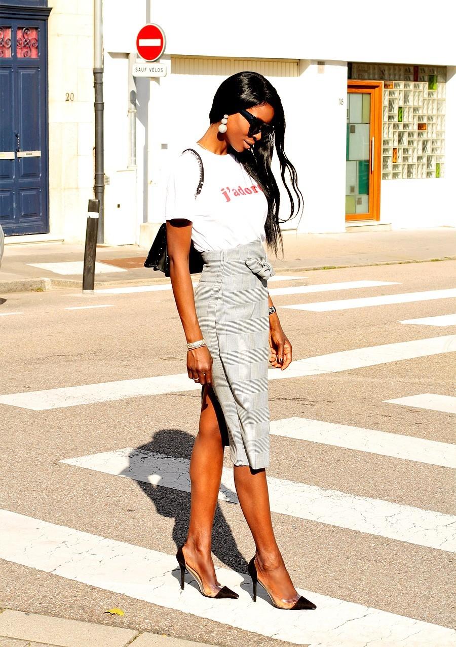 inspiration-look-chic-tendance-jupe-crayon-t-shirt-imprime-blog-mode