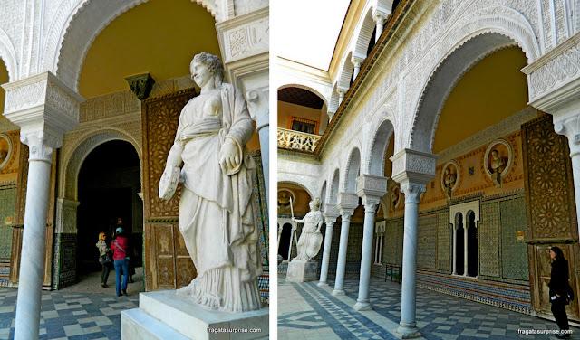 Peças romanas e azulejos mudéjares na Casa de Pilatos, Sevilha