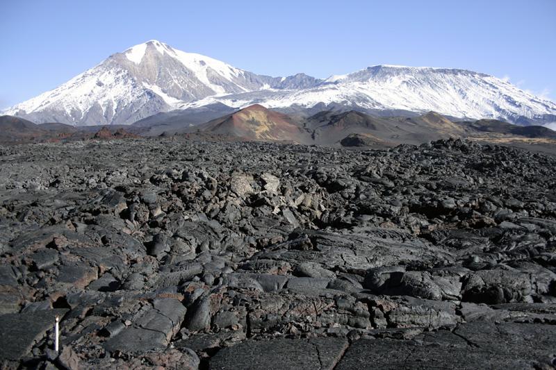 вулканы толбачик и лава камчатка