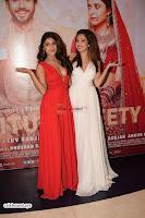 ishita Raj Sharma in Red Gown Stunning Beauty at success party of film sonu ke u ki sweety 007.JPG