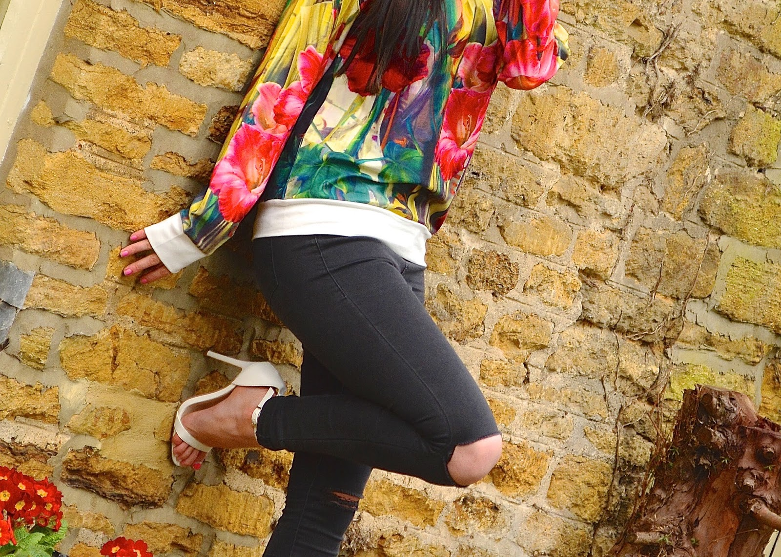 Blue Vanilla Floral Sweater - OOTD, Topshop Black Ripped Leigh jeans