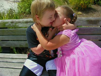 Cute Couple Hot Kiss Images Wallpaper Images