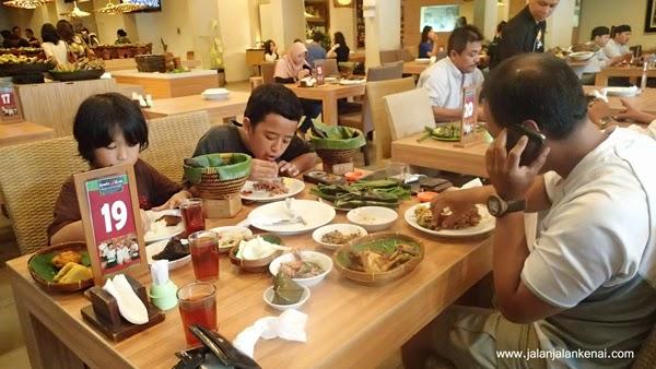 Keliling Jakarta Dalam 1 Hari, Termasuk Wisata Kuliner. Mungkinkah?