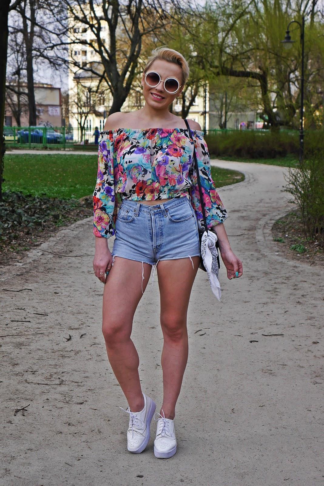 szorty_z-wysokim_stanem_koszulka_bez_ramion_platformy_biale_karyn_blog_110417gh