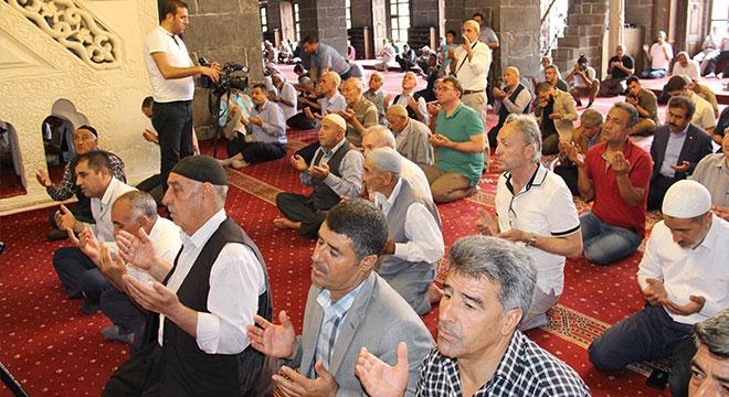 Diyarbakır'da 15 Temmuz şehitleri için mevlit okundu