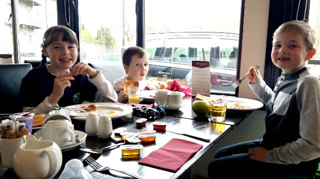 Breakfast-central-hotel-tullamore-smiles-children-happy