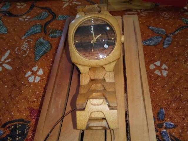 Kerajinan tangan jam kayu dari semarang di kriya nusa