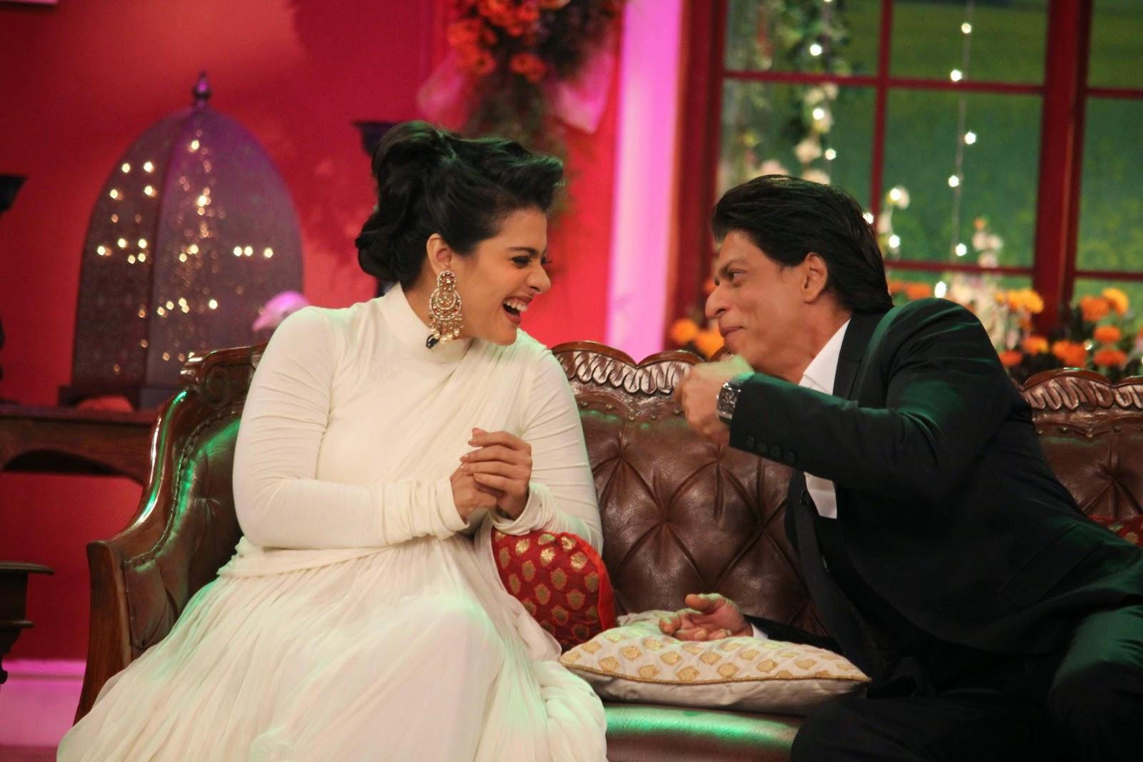 Shah Rukh Khan Stills At Comedy Nights With Kapil Sets, Shah Rukh Khan-Kajol DDLJ Team on CNWK