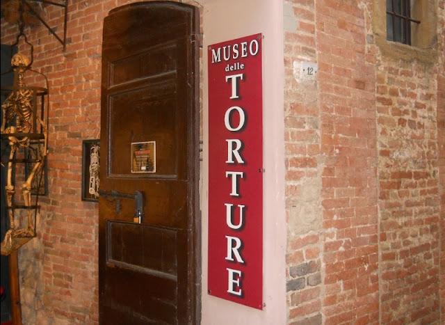 Entrada do Museo della Tortura em Montepulciano
