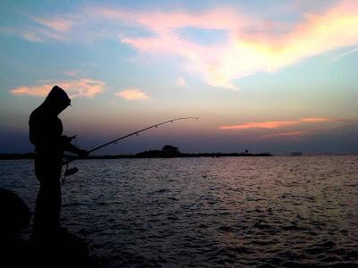 foto sunset di pantai marina semarang