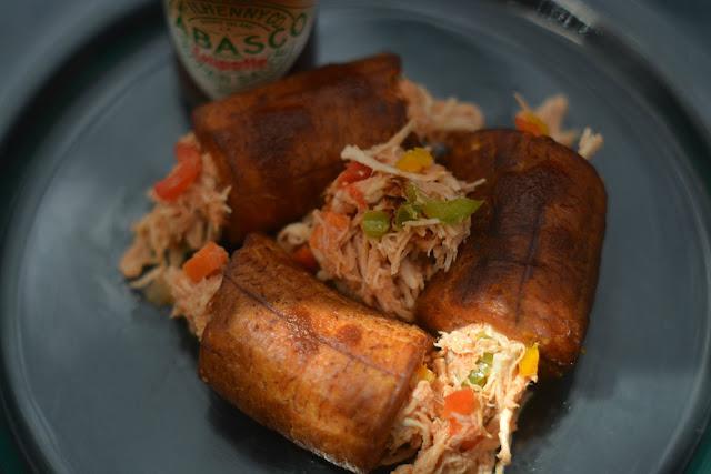 Platano macho relleno con pollo y salsa Tabasco Chipotle 03
