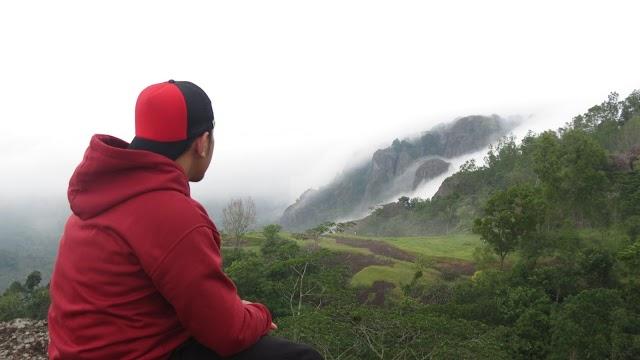 Pagi Asyik di Gunung Bantal