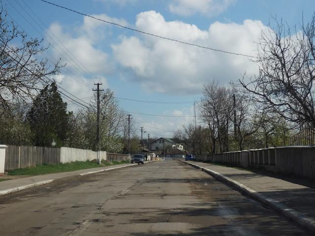 Jadąc w stronę granicy z Mołdawią, Rumunia żegna nas dziurami (kwiecień 2015)