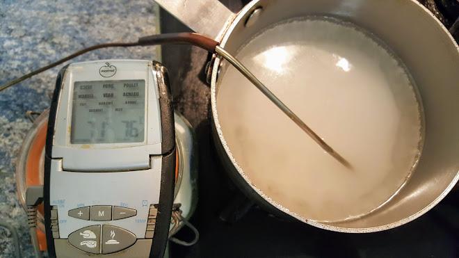 Préparation du sucre cuit à 114°C.