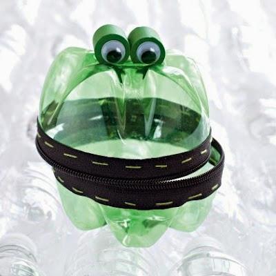 contenedor de plastico  con ojos y de mas
