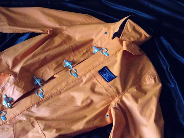 ラルフローレンのオレンジ コート