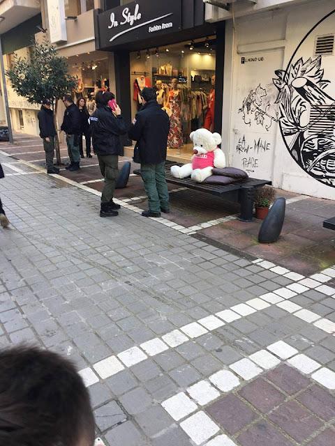 """Γιάννενα: """"Συνέλαβαν"""" αρκούδο απο παγκάκι..."""