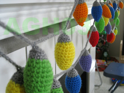 http://agh0311crochet.blogspot.nl/2012/11/christmas-light-garland-or-ornament.html