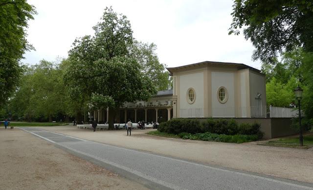 Kurpark in Bad Homburg - Brunnenallee und Musikpavillon