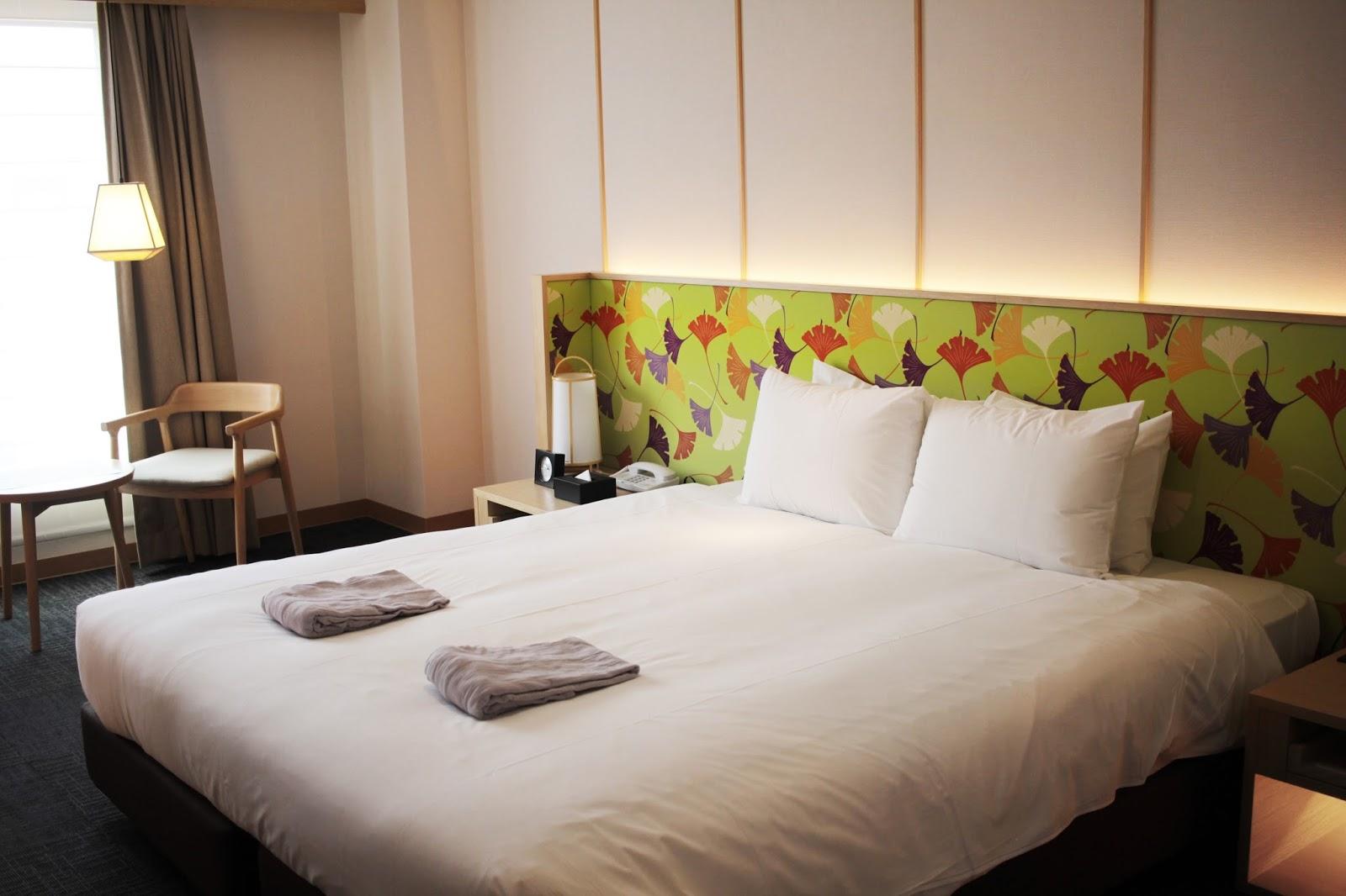 kingsize bed room travel to japan