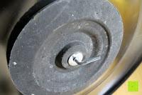 Fuß unten: Andrew James 40cm Standventilator mit Chromfinish – 60 Watt Motor, Verstellbare Höhe, 3 Geschwindigkeitseinstellungen, verstellbare Neigung und Schwenkfunktion + Hochbeanspruchbar – 2 Jahre Garantie
