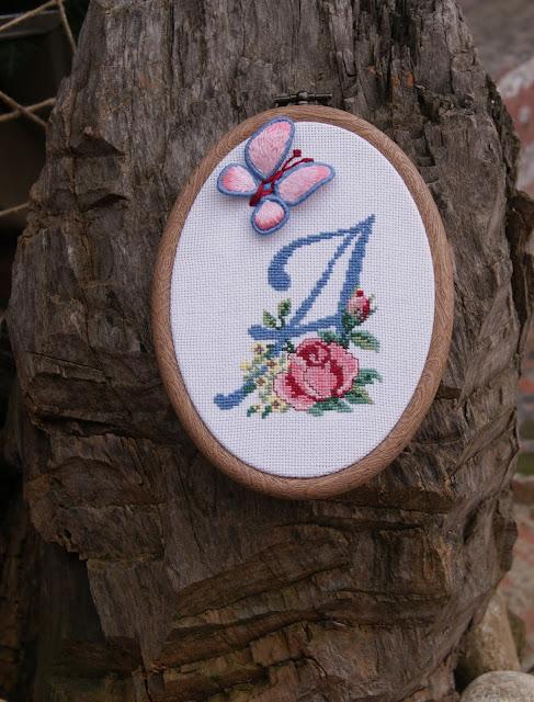 Цветочный алфавит, вышивка, вышивка крестиком, вышитые цветы, вышивка алфавита, объемная вышивка, вышитая бабочка, пинкип, панно на стену, вышитое панно