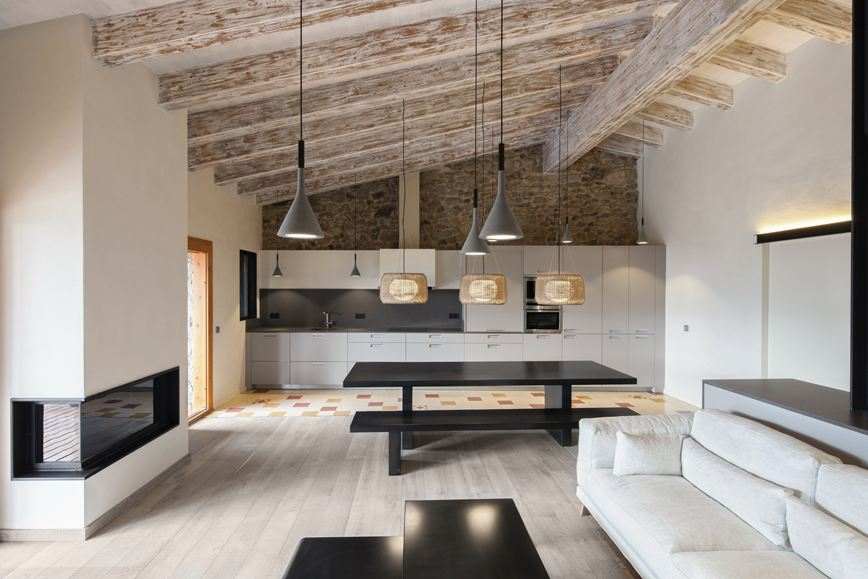 The Well-Appointed Catwalk: Rustic Modern Lofts in Spain ...