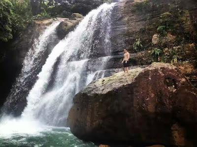 Coban Tundo Telu 3 ini yang paling favorit karena memiliki pemandangan air terjun yang spektakuler