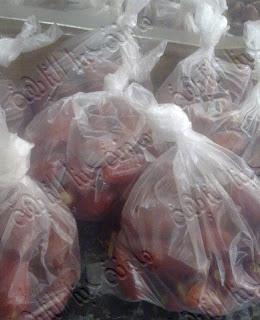 نقوم بتعبئة البلح فى اكياس ويحفظ بالفريزر,10 طرق لتخزين الفواكه وحفظ الفاكهة  فى الثلاجة لأطول فترة,طريقة تخزين الفواكه فى الفريزر,كيفية تخزين الفواكه في المجمد,طريقة حفظ الفواكه بالفريزر, طريقة حفظ الفواكه في الثلاجه,طريقة حفظ الفواكه من السواد,طريقة حفظ الفواكه بعد التقطيع,خطوات سريعة لحفظ وتخزين الفواكة بالمنزل , بالصور طرق حفظ وتخزين الفواكة بالمنزل,Fruits storage,طريقة حفظ المشمش فى البراد,حفظ المانجه فى الثلاجة,كيفية حفظ الخوخ فى الثلاجة,كيفية تخزين الفواكه في المجمد,طريقة حفظ الفواكه بالفريزر, طريقة حفظ الفواكه في الثلاجه,طريقة حفظ الجوافة فى الفريزر,طريقة حفظ التين فى الثلاجة,كيفية حفظ البلح فى الثلاجة,طريقة حفظ التفاح فى الديب فريزر,كيفية حفظ البرتقال فى البراد,حفظ الفراولة فى الفريزر,طريقة حفظ الفواكه بعد التقطيع,خطوات سريعة لحفظ وتخزين الفواكة بالمنزل , بالصور طرق حفظ وتخزين الفواكة بالمنزل