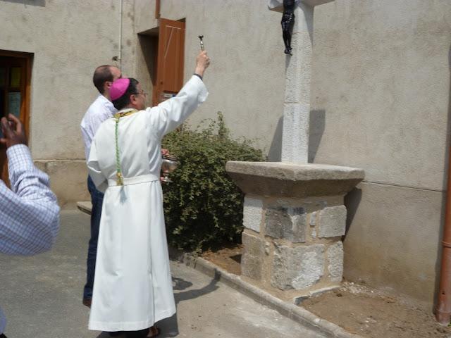 Bénédiction de la croix par Mgr Dominique Lebrun