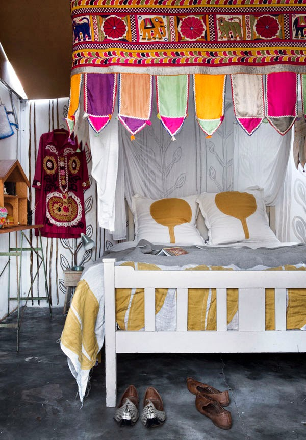 Dormitorio de caravana bohemia