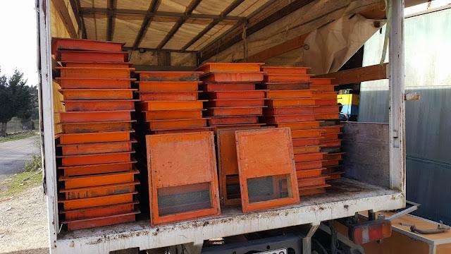 Πωλούνται 400 ξύλινοι τροφοδότες οροφής στην Λευκάδα