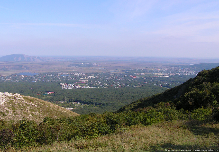 Вид на посёлок Иноземцево с горы Бештау