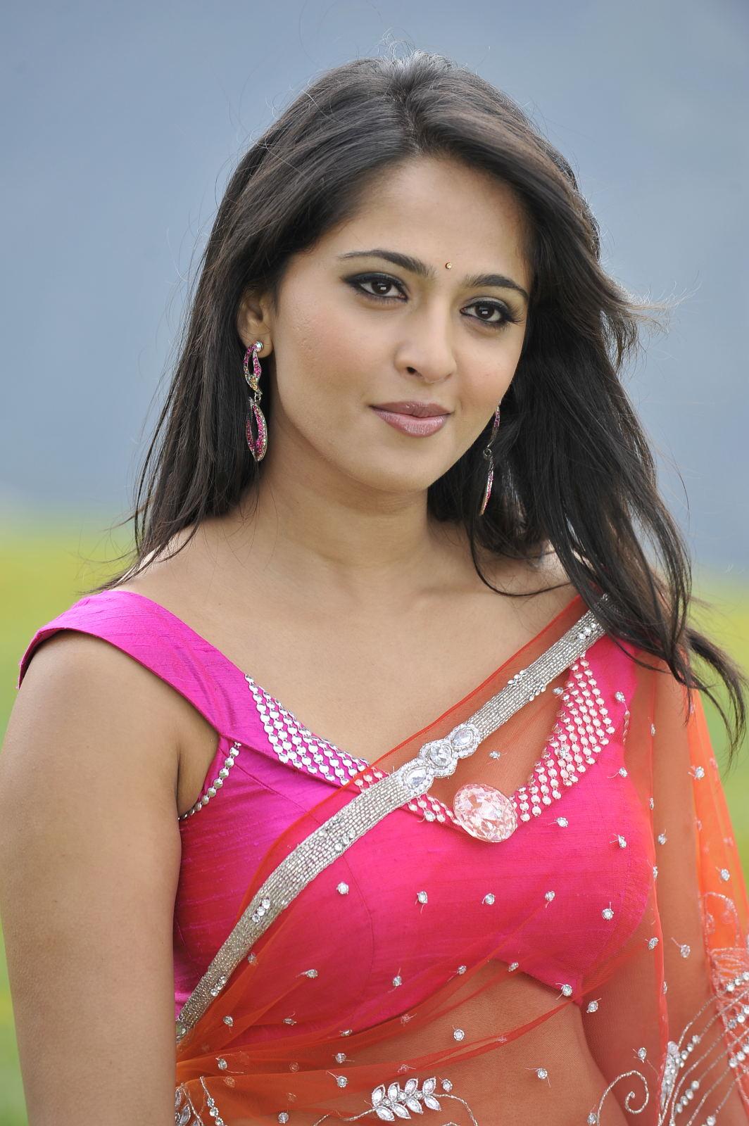 Anushka Shetty Hot Photos In Red Saree 2016