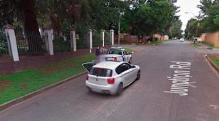Aksi Perampok Bersenjata Terekam Mobil Google