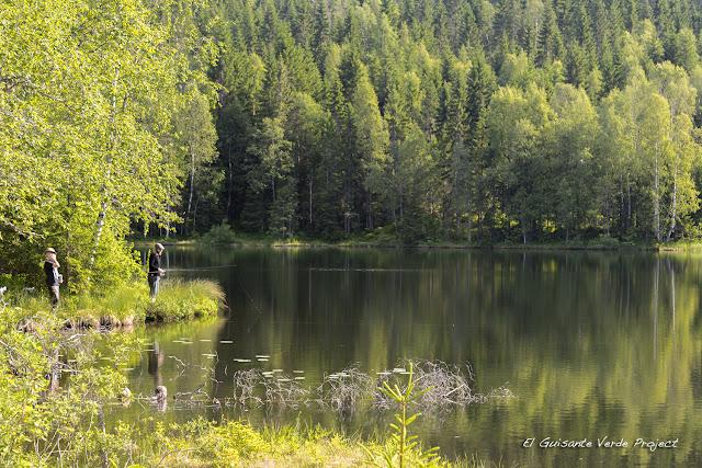 Pescando en Store Tryvann, Nordmarka - Oslo por El Guisante Verde Project
