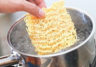 Bahaya Kebanyakan Makan Mie Instan