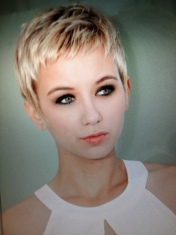 Female Pixie Haircut Pictures 19