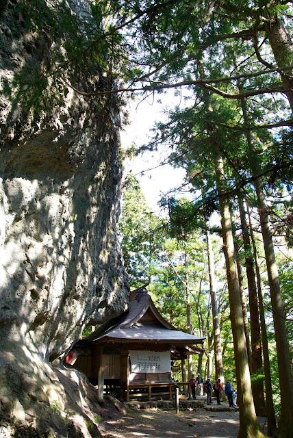 中之嶽神社の祠