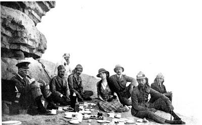 Gertrude, de picnic con unos nativos