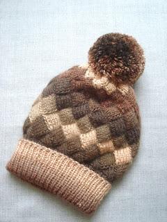 шапка с помпоном энтрелак
