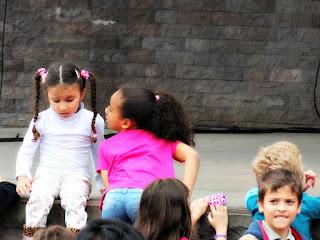 Crianças Sobem no Multipalco da Praça João Correa, Canela - Bonecos Canela 2016