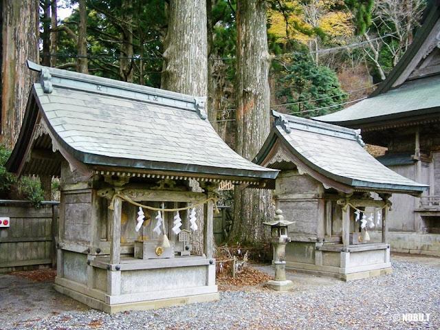 奈良県十津川村「玉置神社」の若宮社と神武社