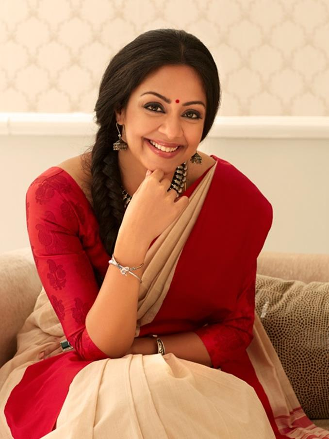 38 year Old Jothika's pretty Saree Images-Looking Gorgeous in this Photos