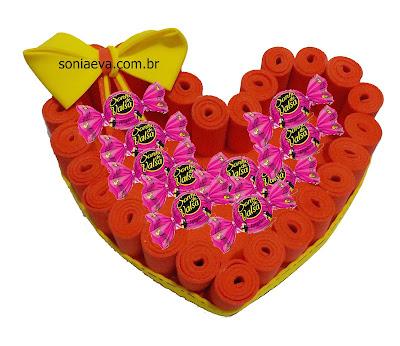 Caixa coração com rolinhos de E.V.A