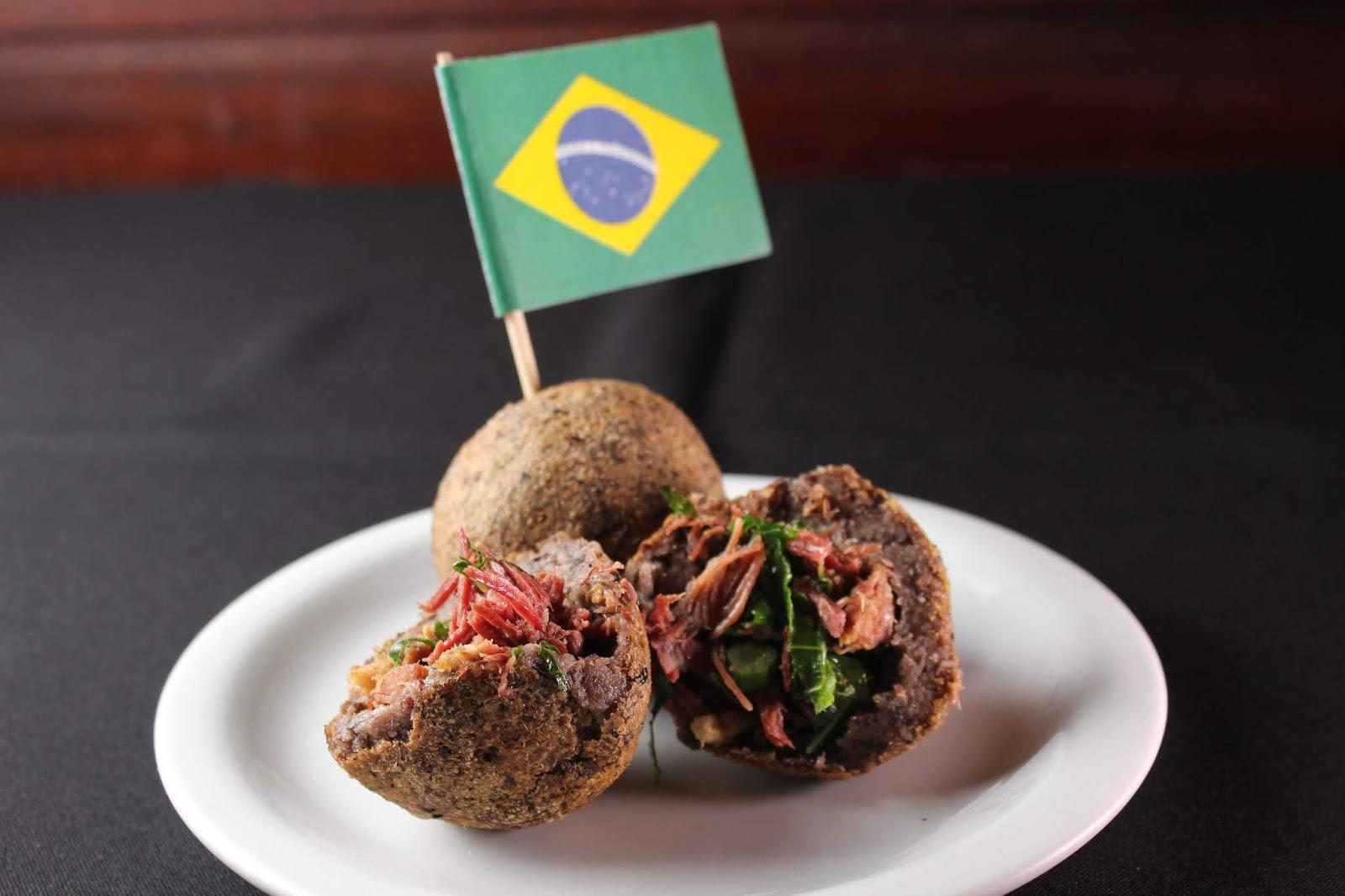 No Boteco do Manolo o famoso bolinho de feijoada faz a festa dos torcedores brasileiros. Crédito: SindRio