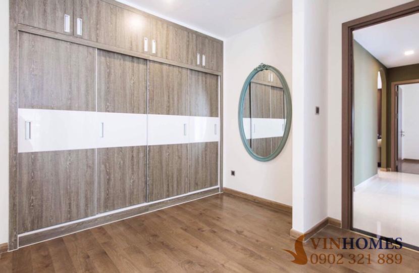 Cho thuê Penthouse 4 phòng ngủ tại tòa nhà Park 2 Vinhomes Bình Thạnh phòng có kính