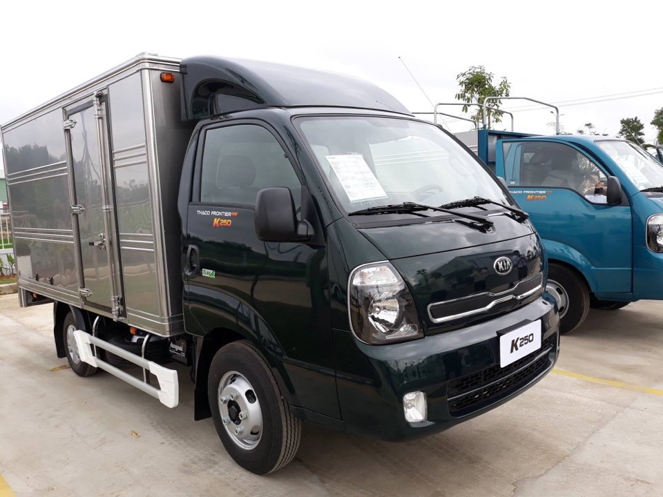 Xe Thaco K200 thùng kín đời mới tại Hải Phòng màu đen