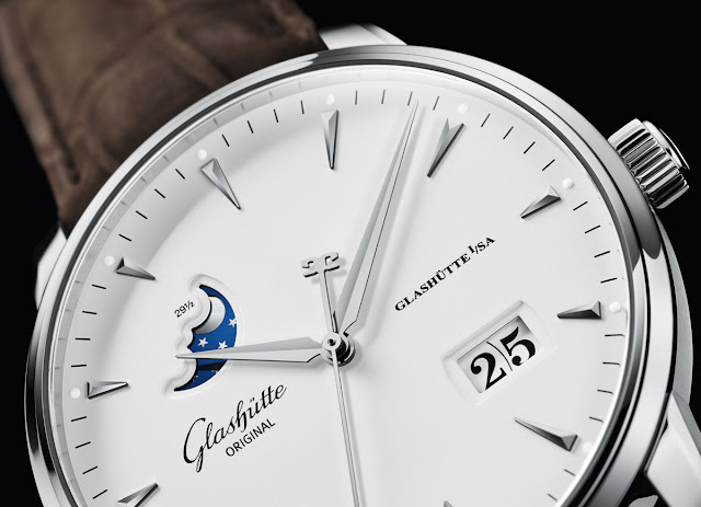 The dial of the Glashütte Original Senator Excellence Panorama Date Moon Phase