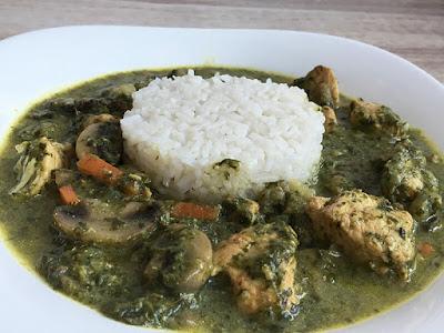 Ryż z curry z kurczaka ze szpinakiem